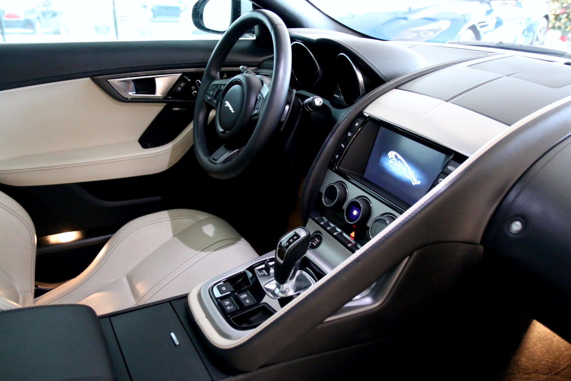 f jaguar on xj lease type offers the xf and