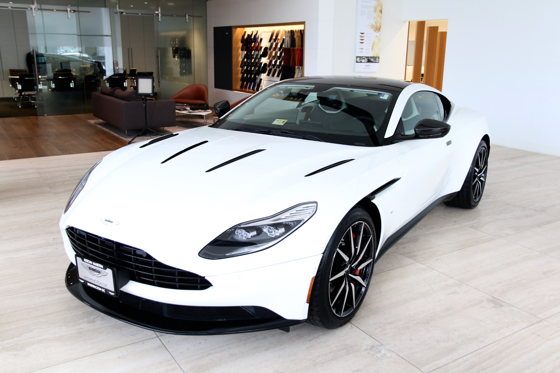New-2018-Aston-Martin-DB11-V12