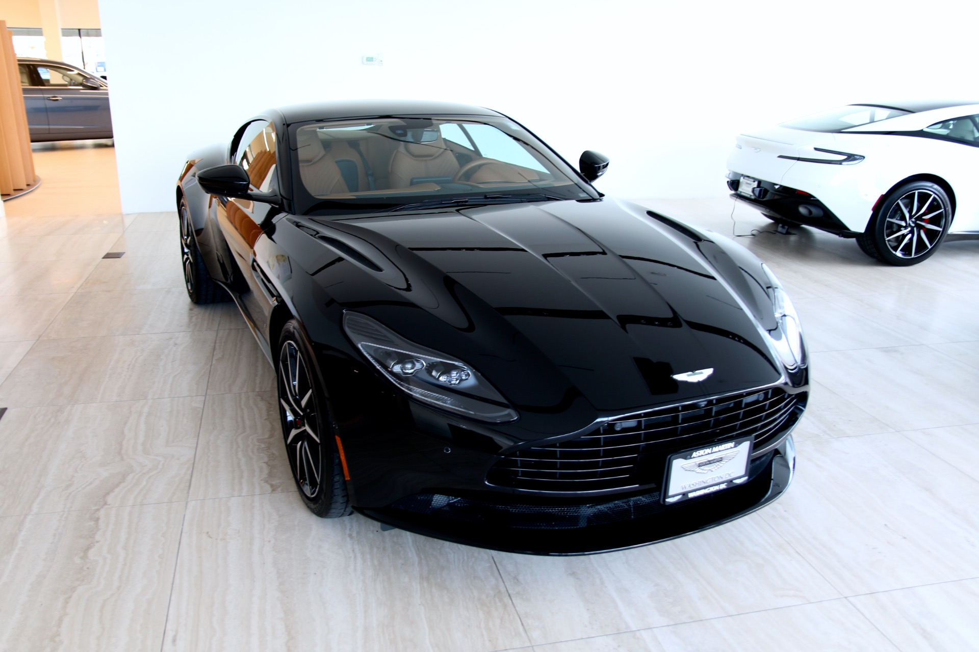 2018 aston martin db11 v8 stock # 8l04040 for sale near vienna, va