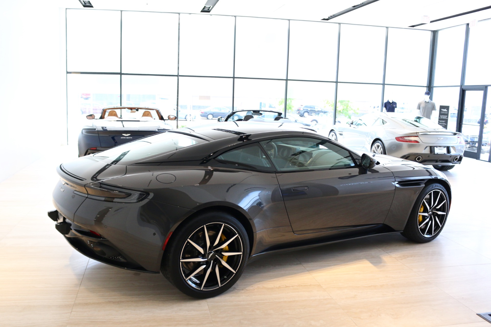 New-2018-Aston-Martin-DB11-V8