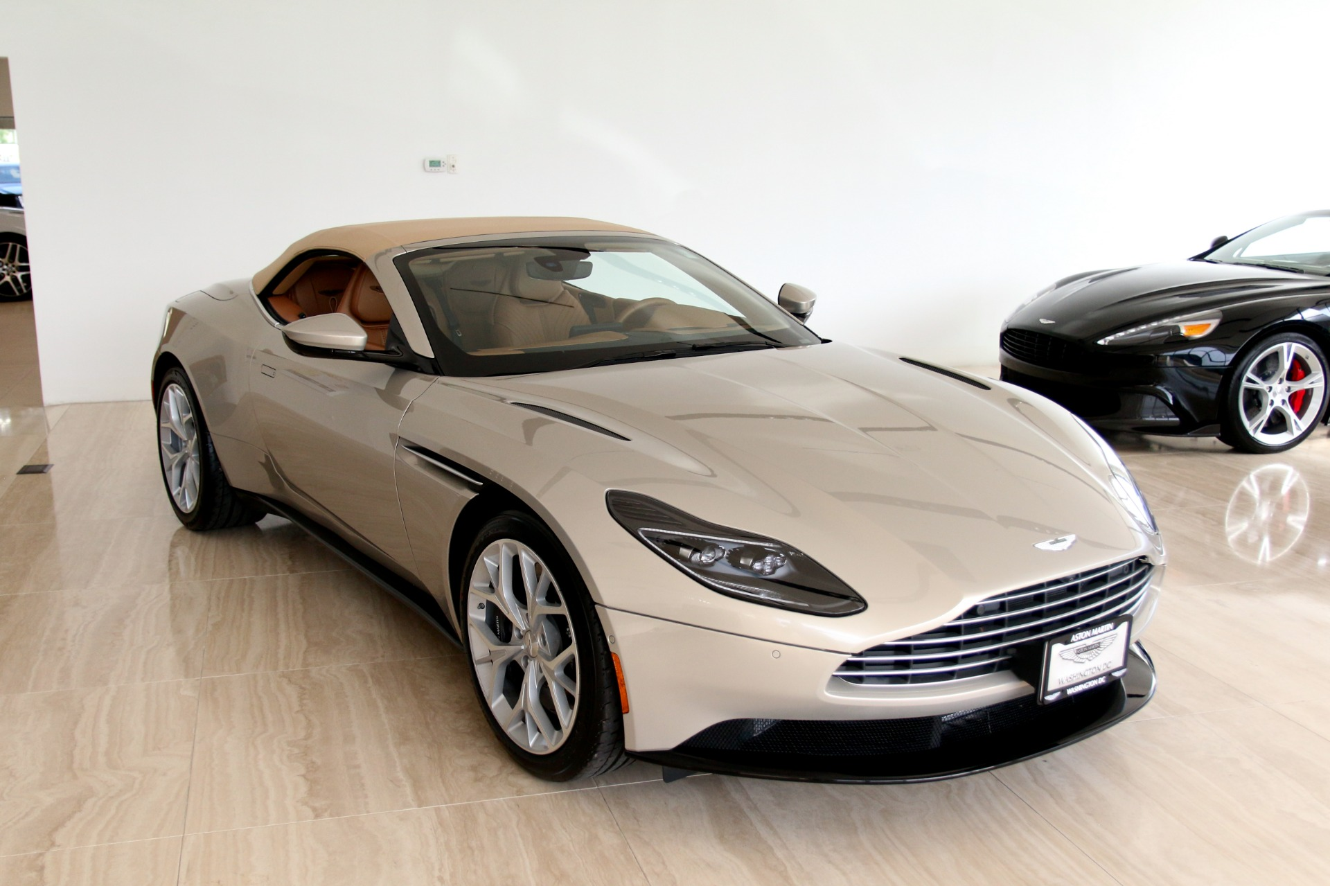 2019 Aston Martin Db11 Volante Stock 9nm05888 For Sale