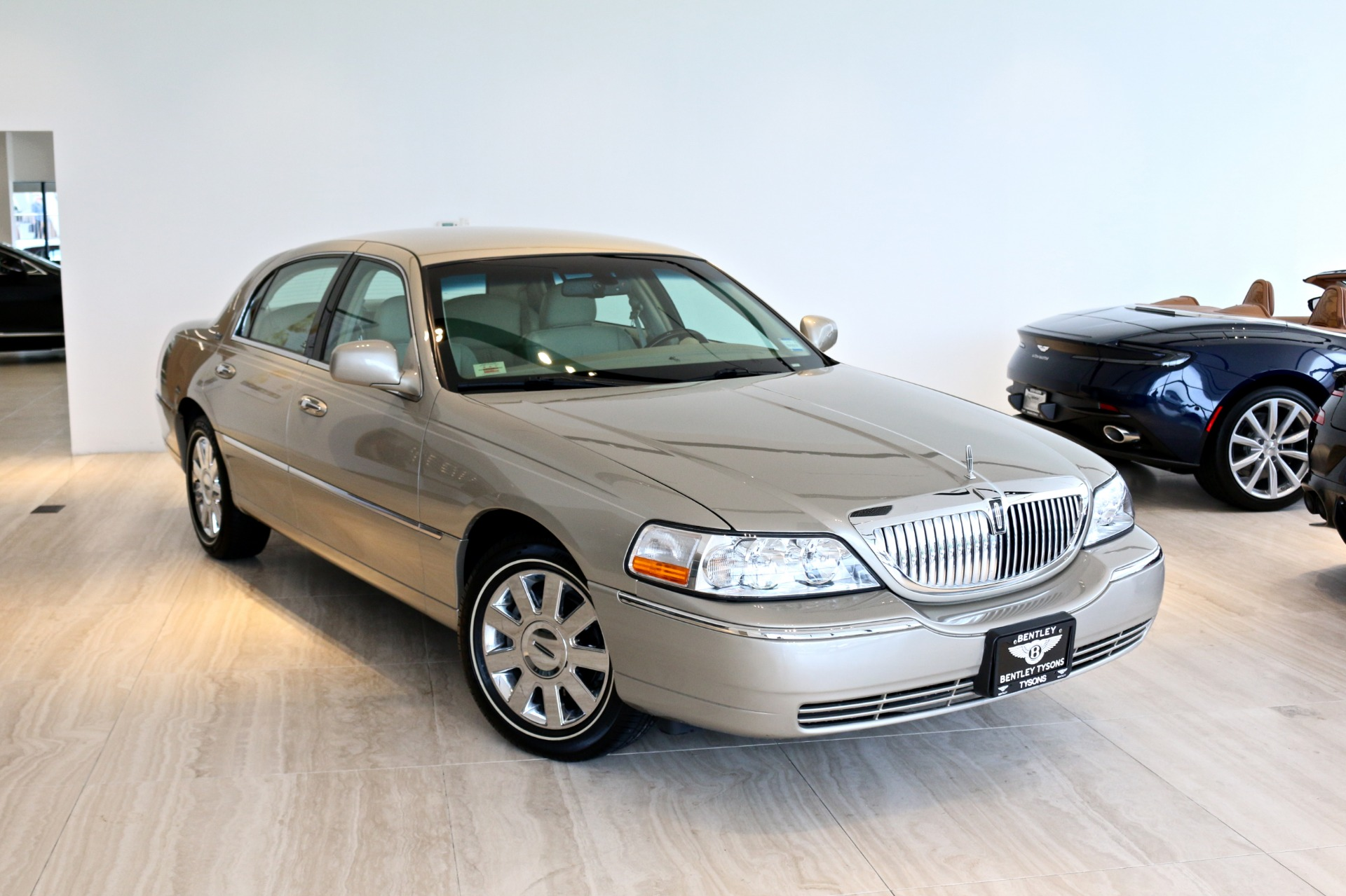 2009 lincoln town car signature limited stock p614771 for sale near vienna va va lincoln dealer. Black Bedroom Furniture Sets. Home Design Ideas