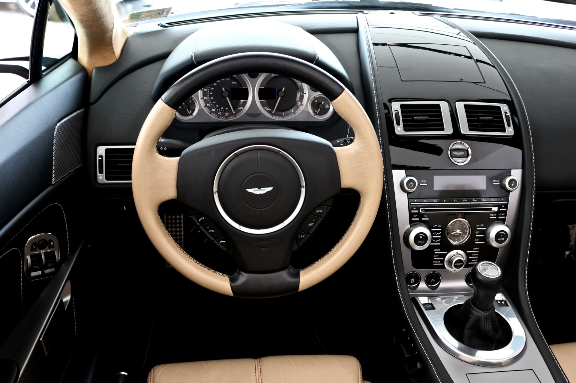 Used-2010-Aston-Martin-Vantage-Roadster