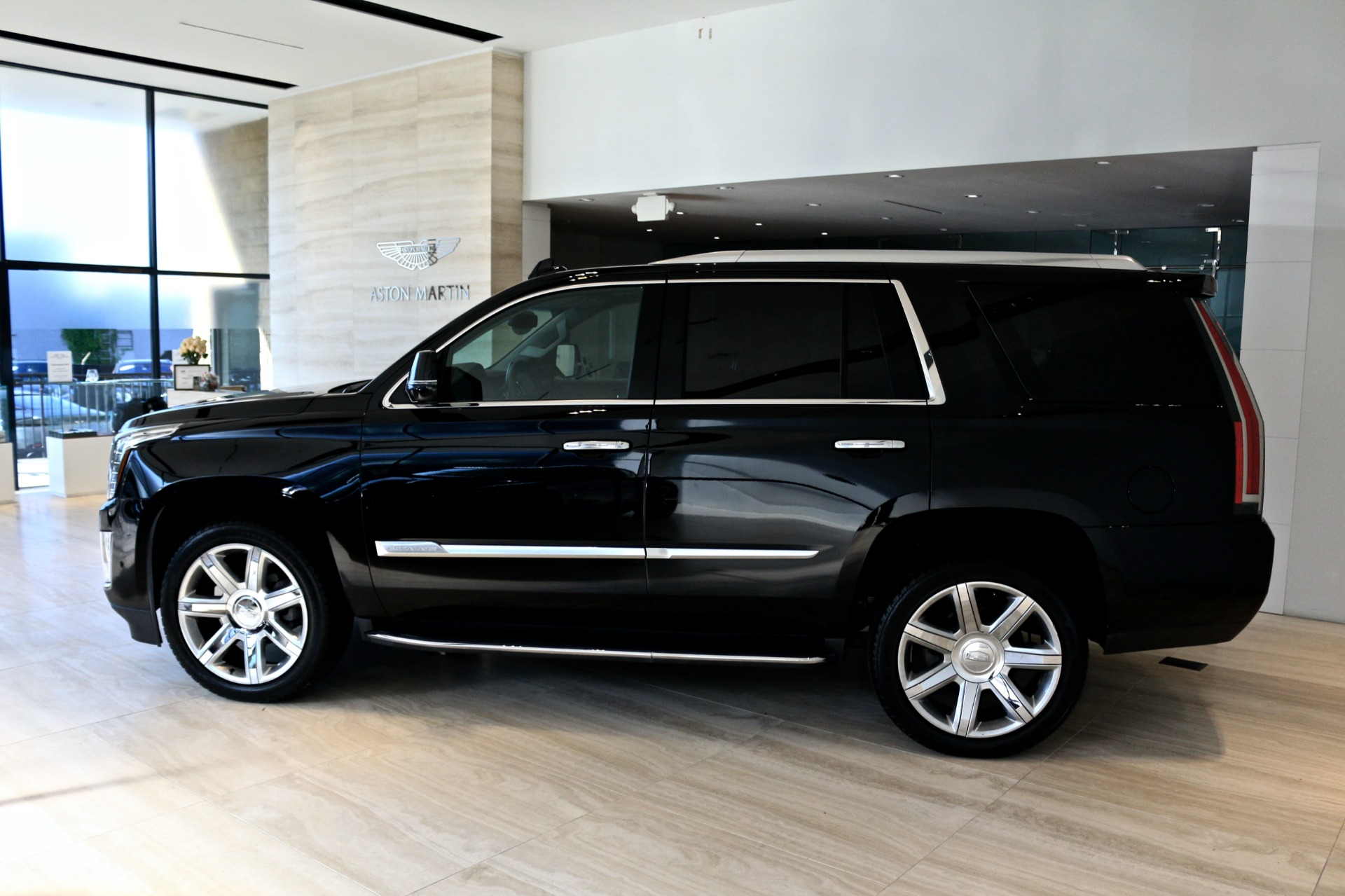 Used-2018-Cadillac-Escalade-Premium-Luxury