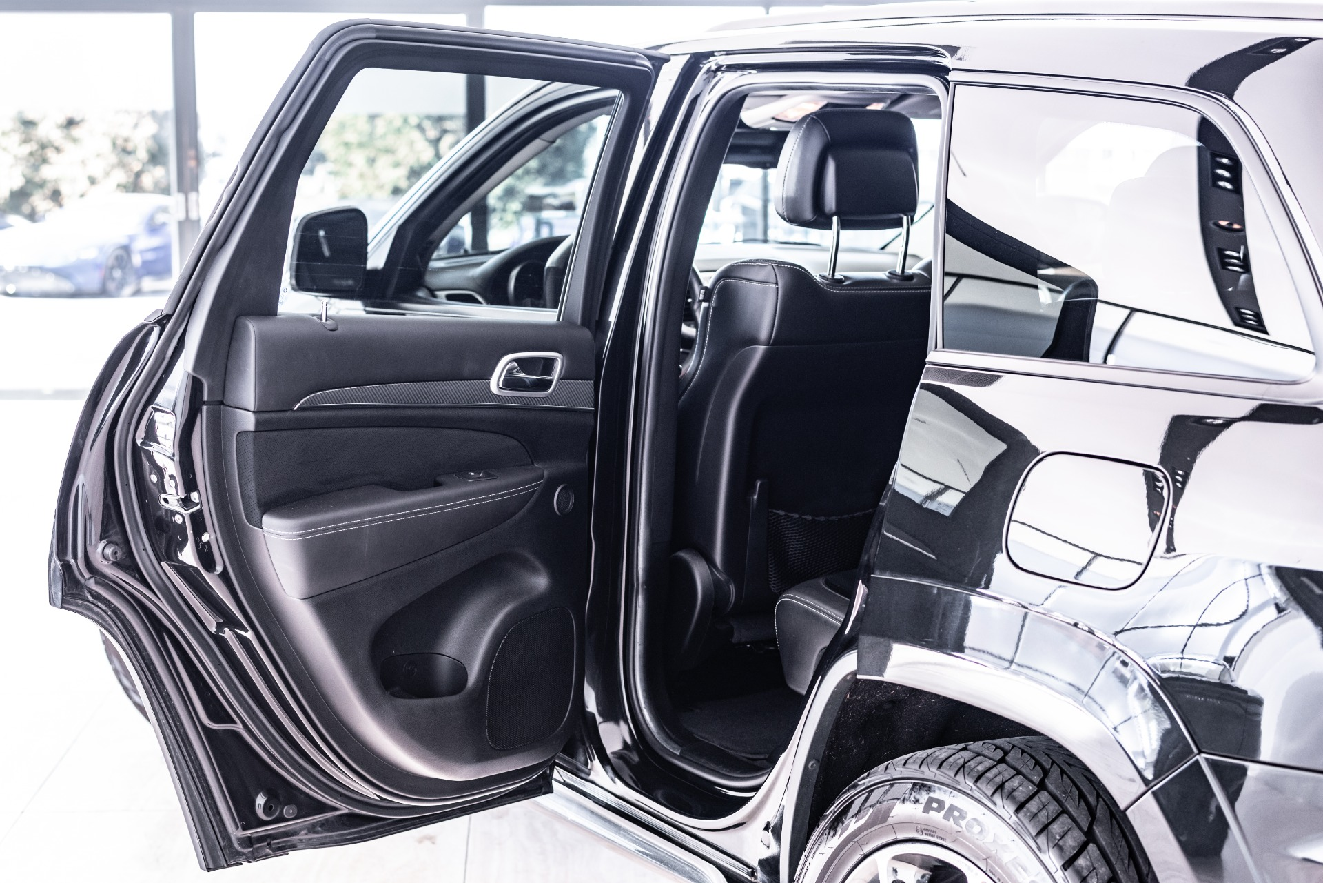Used-2013-Jeep-Grand-Cherokee-SRT8