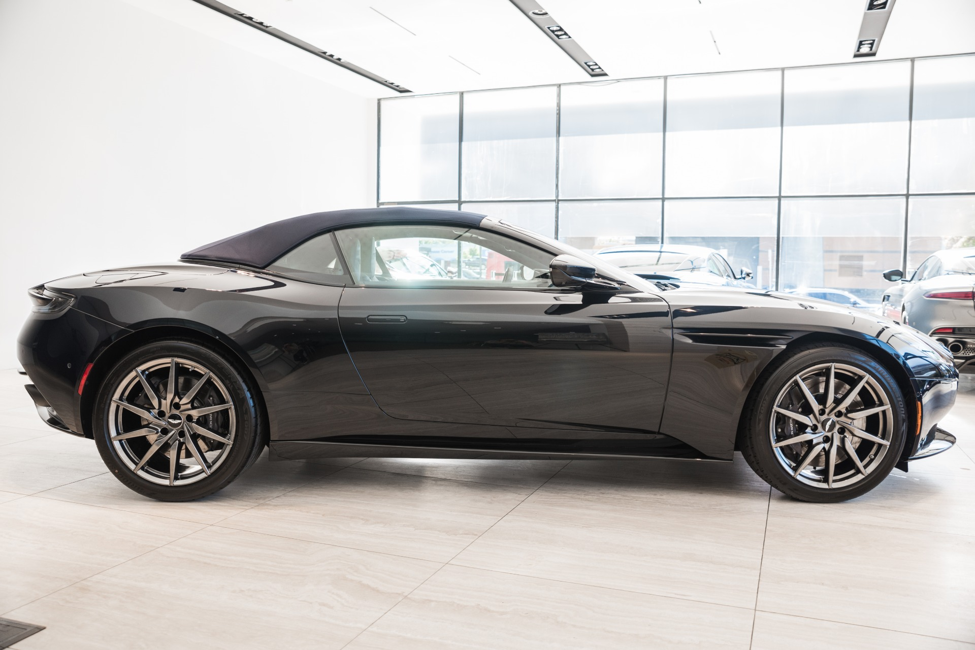 New-2020-ASTON-MARTIN-DB11-Volante