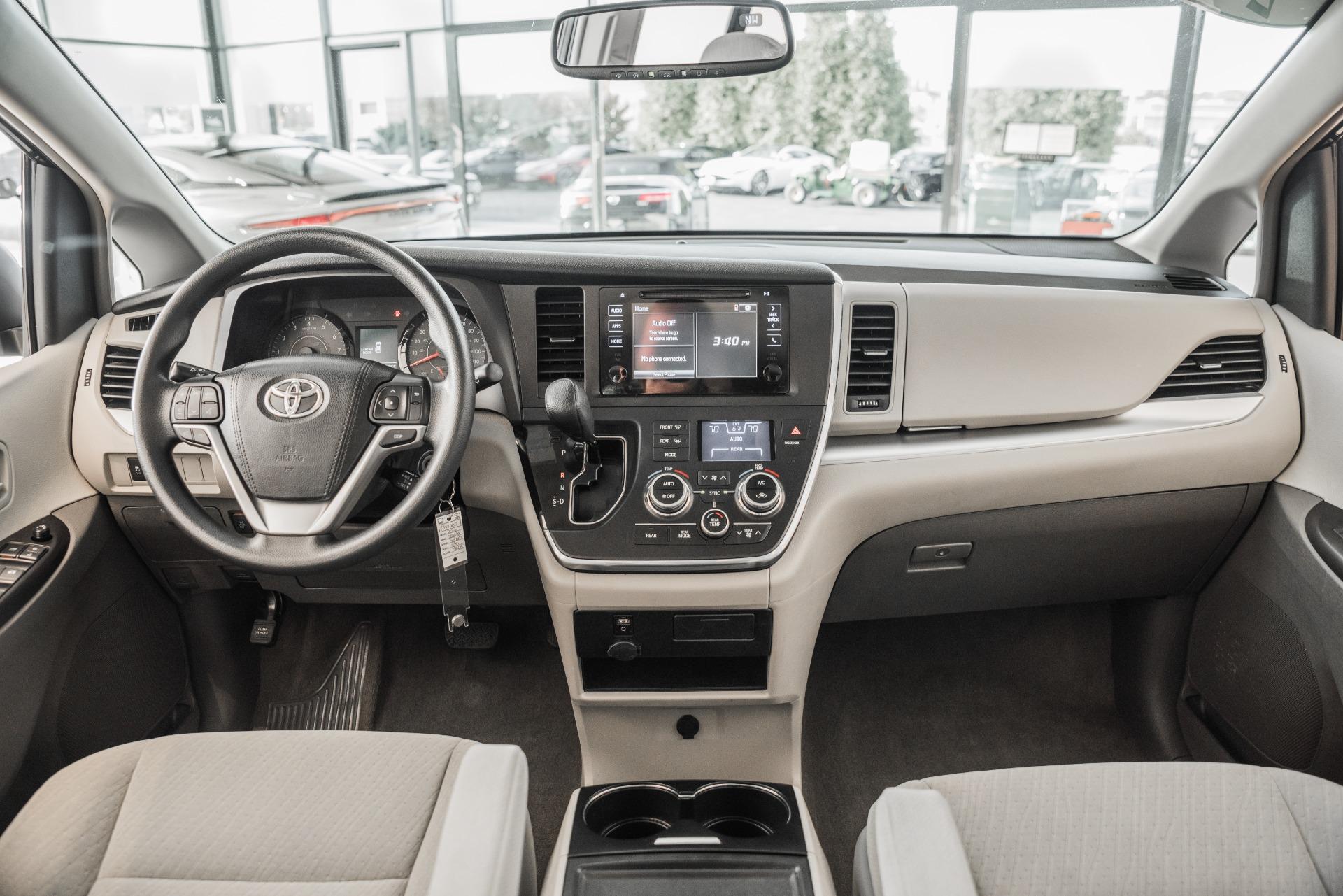 Used-2016-Toyota-Sienna