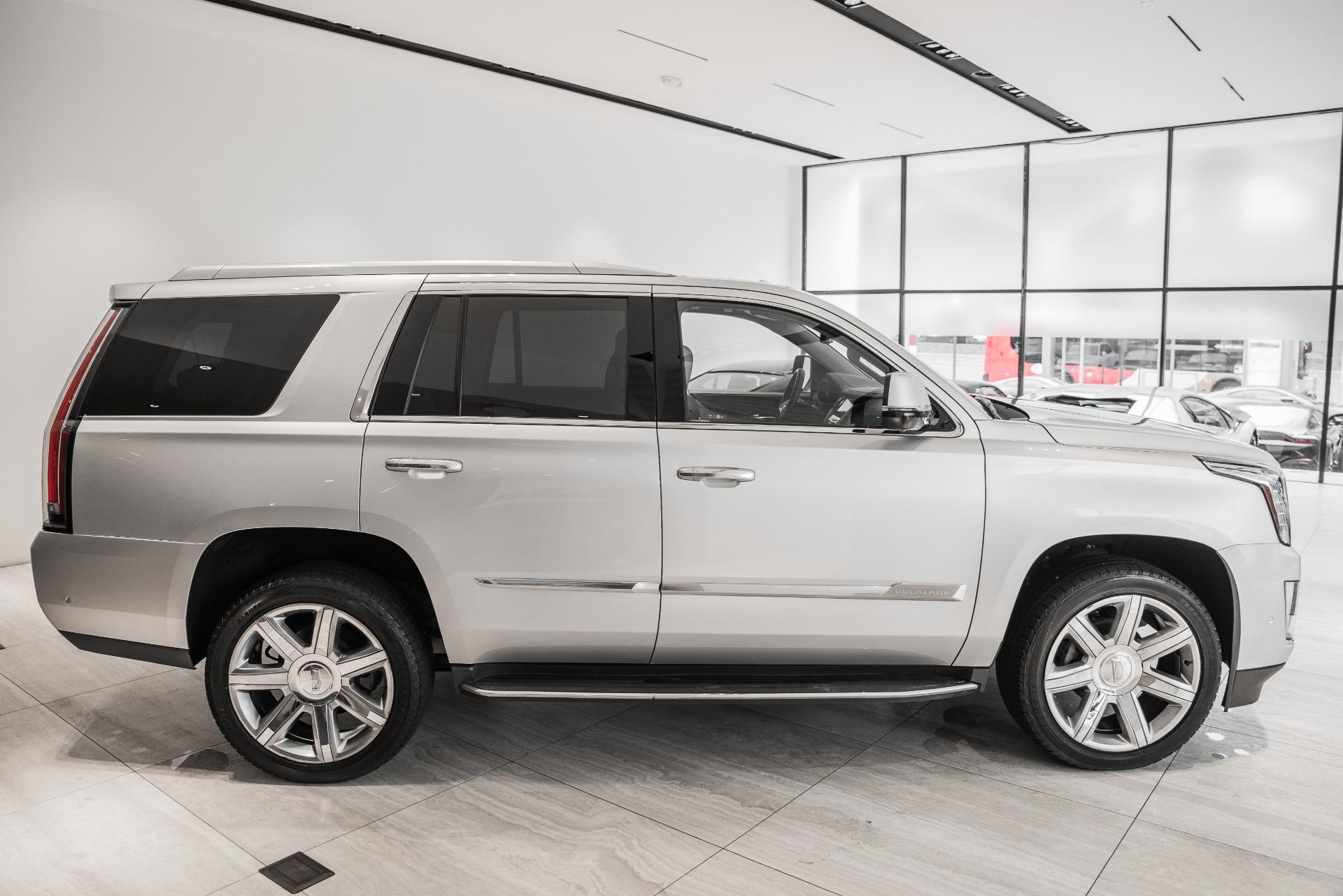 Used-2017-Cadillac-Escalade-Luxury