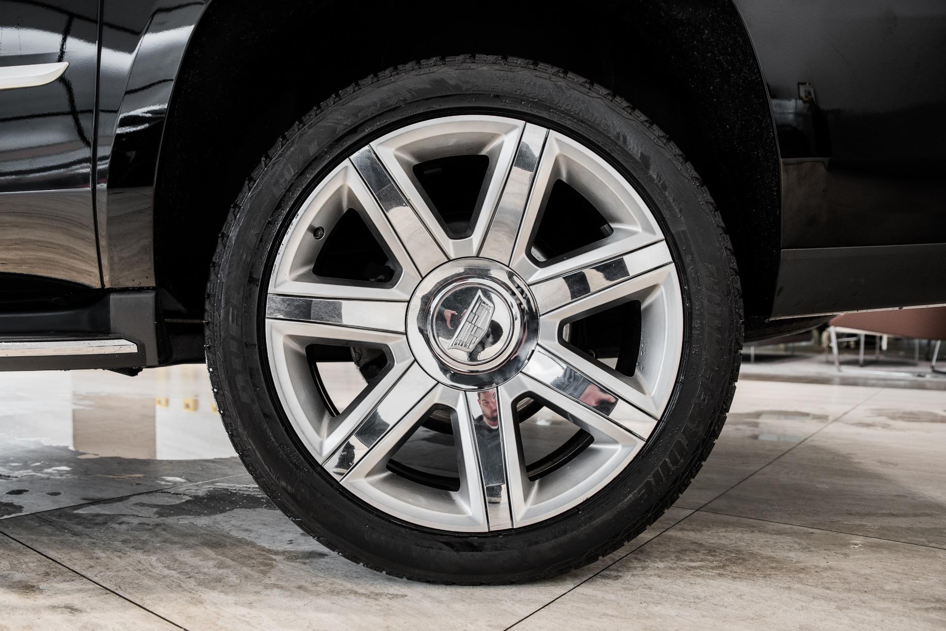 Used-2018-Cadillac-Escalade-ESV-Luxury