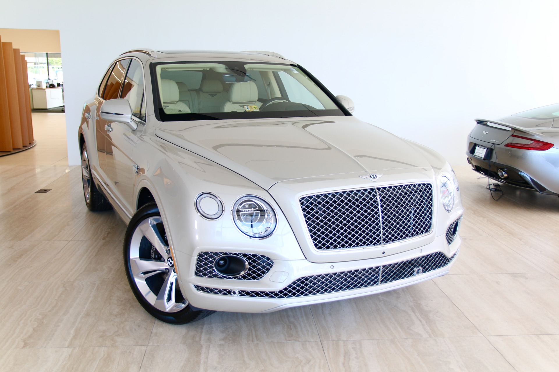 2018 Bentley Bentayga: Mulliner Version, Changes, PRice >> 2018 Bentley Bentayga W12 Signature Stock 8n017216 For